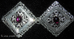 Filigree Diamond<br>w/Sm Purple glass Silvertone