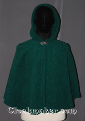 Cloak:3463, Cloak Style:Full Circle Cloak<br>(Attack on titan), Cloak Color:Hunter / Dartmouth Green, Fiber / Weave:Fleece 300 weight<br>water beads off, Cloak Clasp:Vale, Hood Lining:Unlined, Back Length:28.5&quot;, Neck Length:20.5&quot;, Seasons:Southern Winter, Fall, Spring, Note:&quot;If I don&#039;t fight, I can&#039;t win.&quot;<br>Based on the popular anime series<br>Attack on Titan (Shingeki no Kyojin)<br>this short fleece cloak can be warm<br>for scouting missions or<br>everyday activities.<br>Made of a water resistant<br>machine washable fleece..